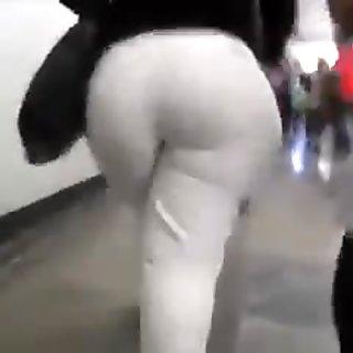 Amazing big butt-Latina Mature