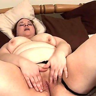 Chubby Penelope masturbate alone