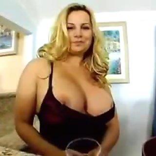 Horny Cougar Linda...F70