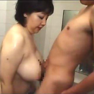 Γιαπωνέζα μεγαλύτερης ηλικίας σε shower1020