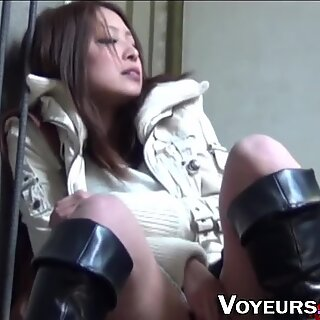 Asian hottie rubs her box