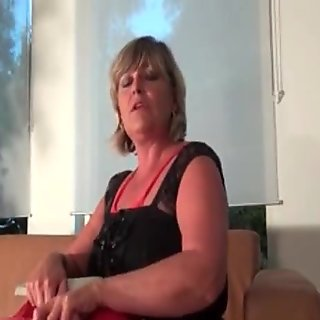 Dirty mature slut gets horny taking film