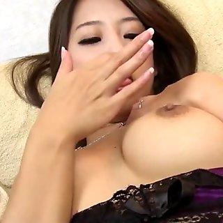 Γιαπωνέζα ώριμη αυνανίζεται στο σπίτι - Σατούμι Σουζούκι