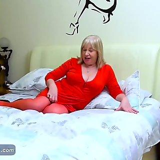 EuropeMaturE Sexy Chubby Trisha Solo Masturbation