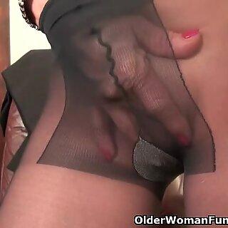 Office grannie in stocking works her elder pussy