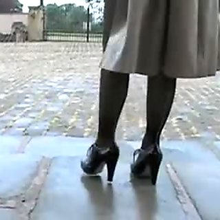 Sexy MILF in playing in pantyhose (outdoor)