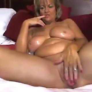 Banging bootylicious mom