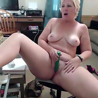 Meet Michigan blonde curvy old MILF Pandora
