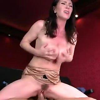 Brazzers - Dirty milf Rayveness masturbates