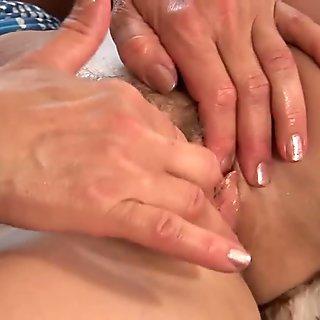 Mature Wanda sticks a dildo in her wet pussy - CzechSuperStars