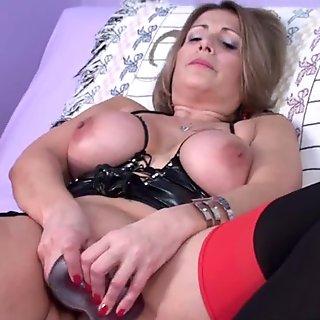 Curvy MILF Sandie Marquez fucks her mature twat with a toy
