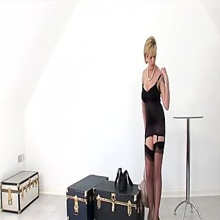 Cheating british mature lady sonia exposes her big boobs