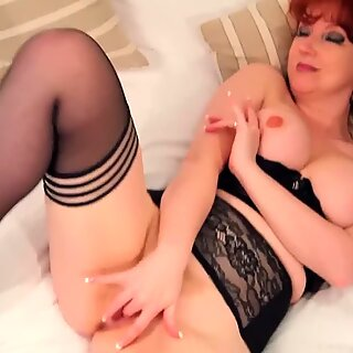 brit babe crimson fingers her twat while wearing her fave nylons