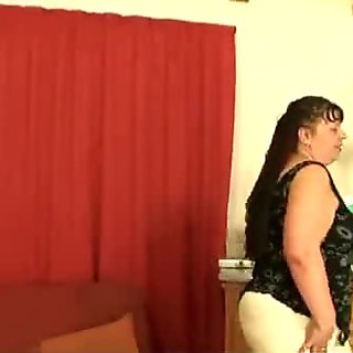 Fat mature babe takes two cocks from both sid