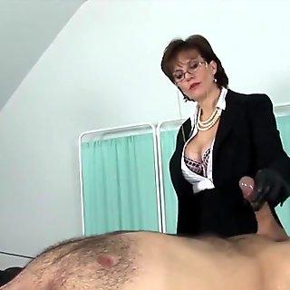Adulterous uk mature lady sonia flaunts her big boobies
