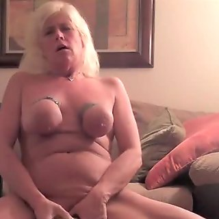 Aged thraldom doxy makes herself cum