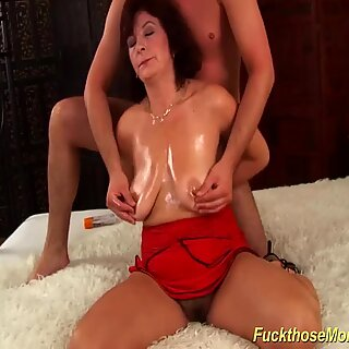 Payudara besar berbulu moms first penis besar fucking