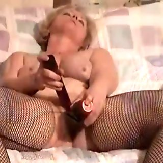 Mature Slutwife Loves To Show Off In Sextape