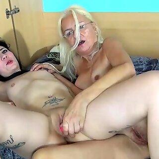 Oldnanny ABG Gadis dan Cantik Dewasa Masturbasi