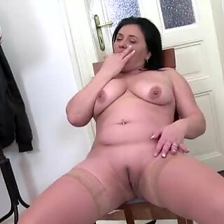 Chubby brunette mature cleaning her pussy