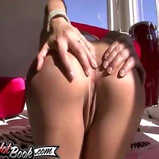 Like a true pro, she sucks the bitch out of it