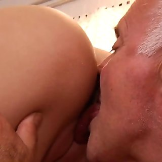 Sexy young Angel lures for fuck a tonic grandpa