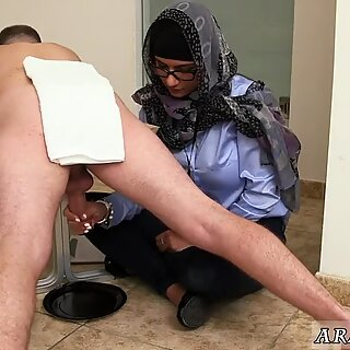 Arab girls peeing first time Black vs White, My Ultimate Dick Challenge. - Renata Black