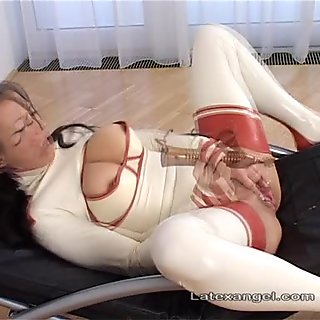 Mature amateur latex wife fisting and squirting hard